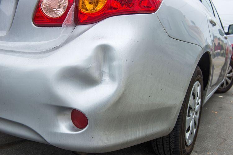 5 Cara Memperbaiki Bumper Mobil yang Penyok, Robek dan Renggang