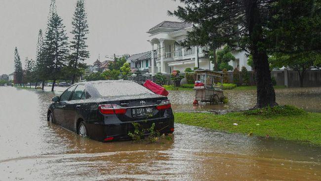 Ternyata Risiko Mobil Terjang Banjir Lebih Besar Dibanding Terendam