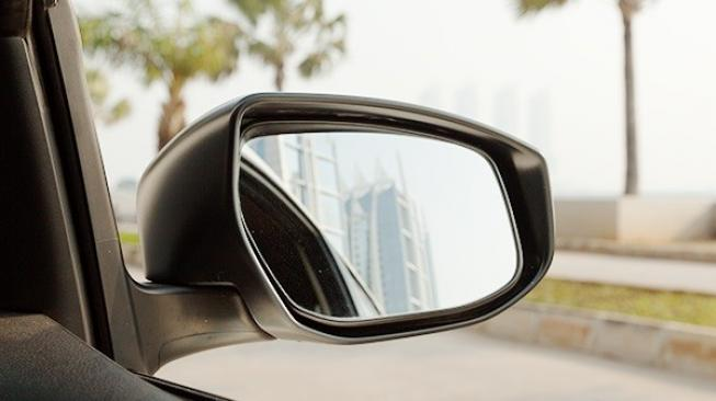Posisi Ideal Kaca Spion Mobil Honda Anda ?