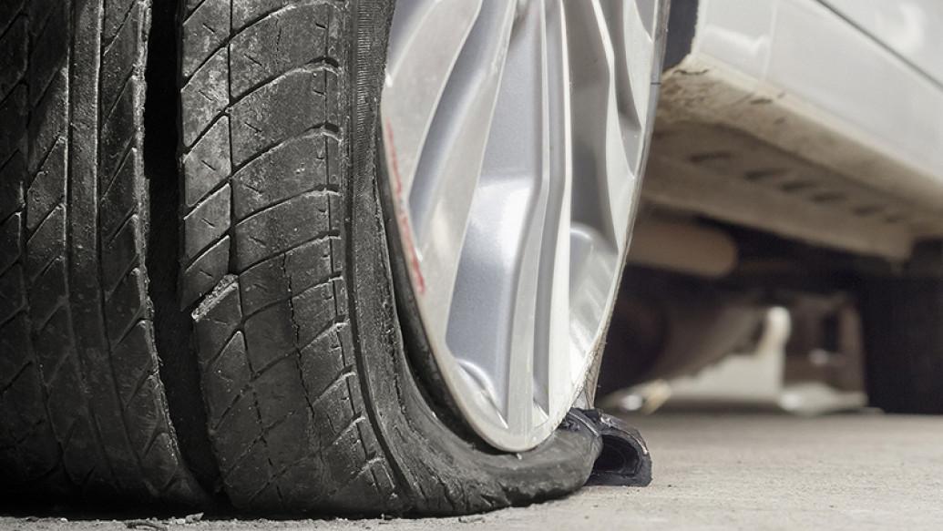 4 Pencegahan Agar Tak Terjadi Pecah Ban Saat Melaju di Jalan Tol