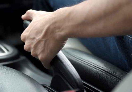 Mobil Mengalami Rem Blong, Bisakah Rem Tangan Jadi Solusinya?