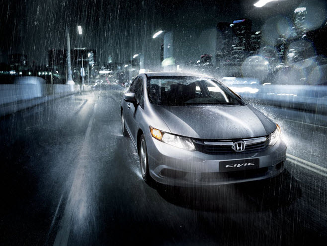 6 Kiat Berkendara Saat Musim Penghujan