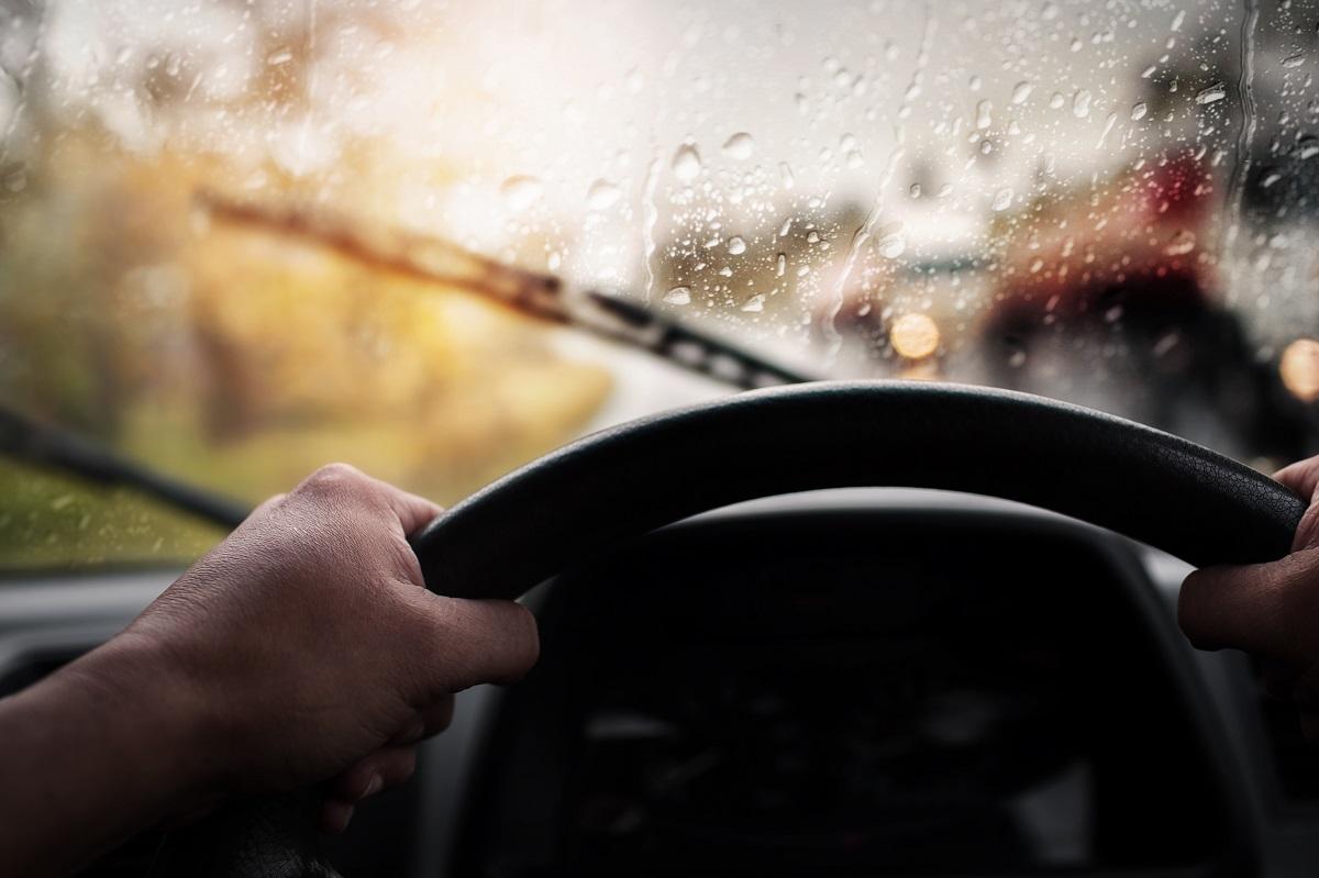 Dua Bahan yang Bisa Cegah Munculnya Embun pada Kaca Mobil Tanpa Defogger